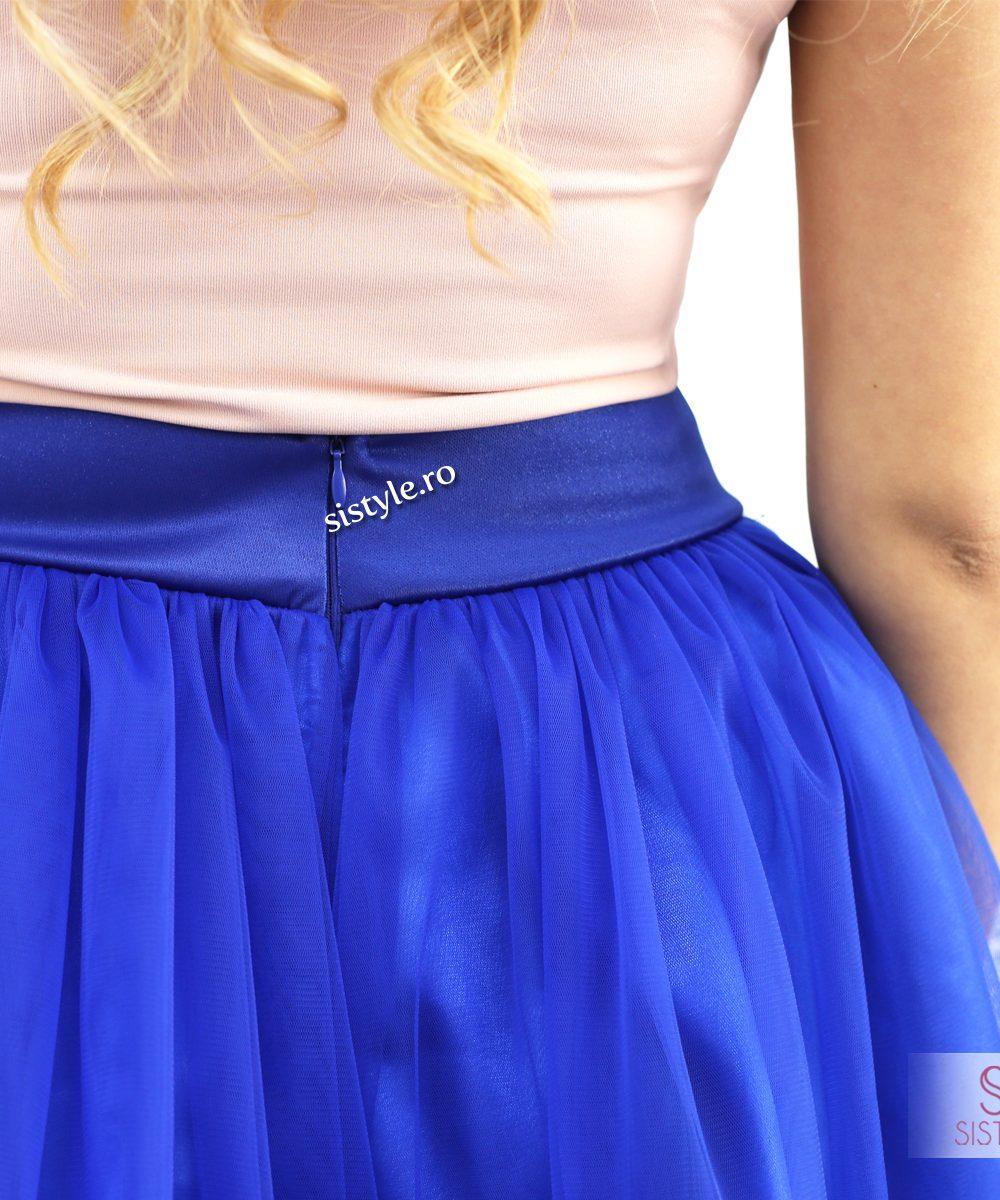 fusta albastra detaliu